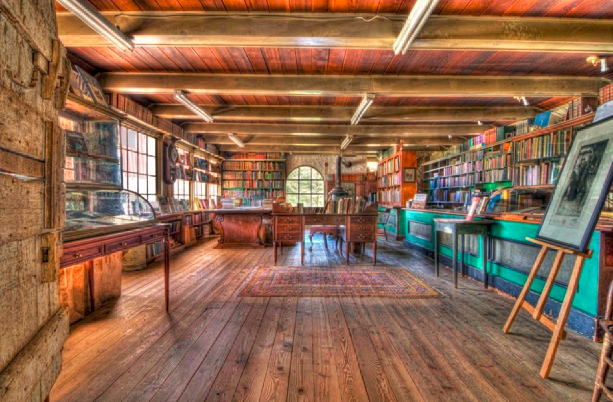 Landmark Book Barn Waiting To Turn The Page To A New Era