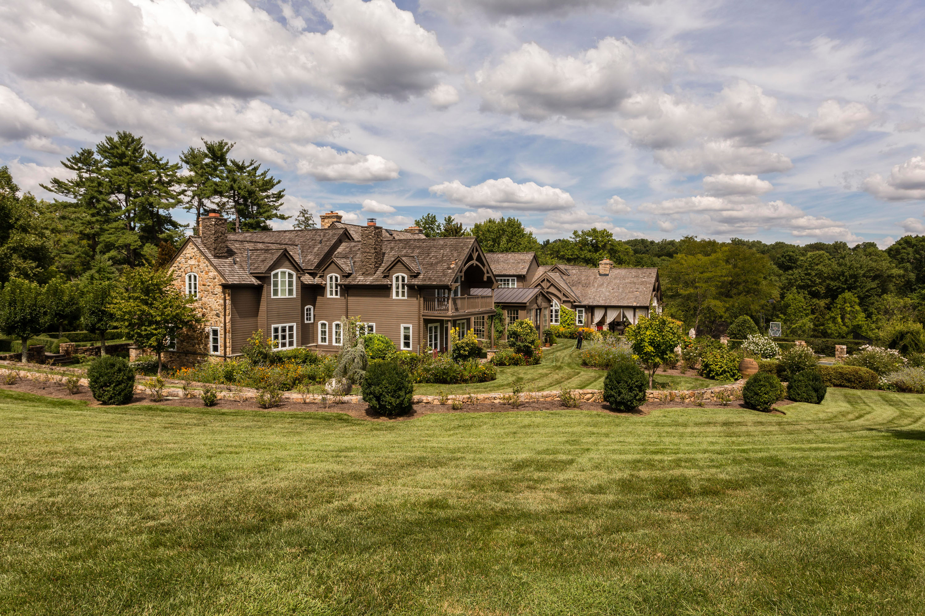 More Luxury Homes Headed for Auction