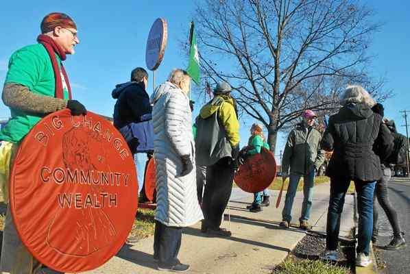 Protestors Deliver Call-to-Action Letter – and Cookies – to PECO's Phoenixville Facility
