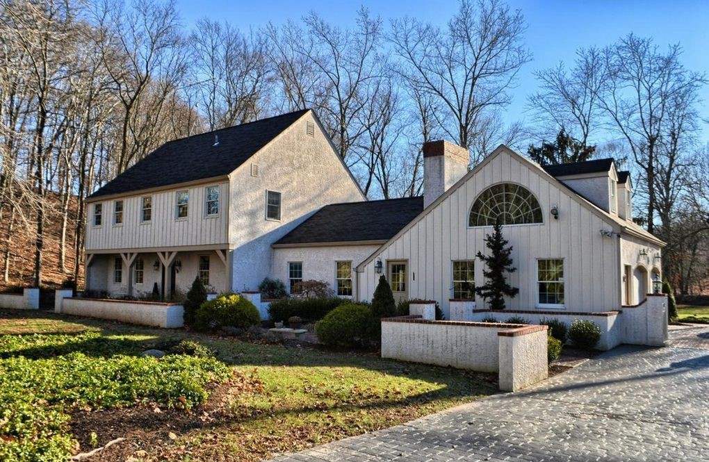 DNB First House of the Week: Stately Colonial on Bucolic Grounds in Phoenixville