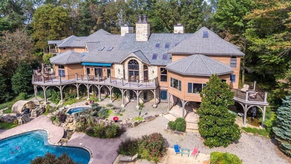 DNB First House of the Week: Private Oasis in Chester Springs