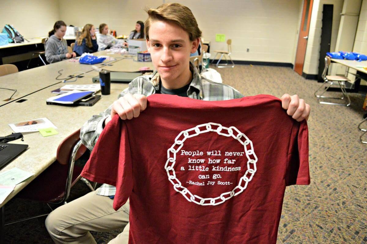 Henderson High School Students Create 'Ripple Effect of Kindness'