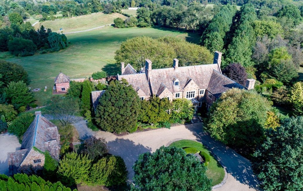 Malvern Bank House of the Week: Cotswold-Style Manor with Proper English Garden in Wyeth Country