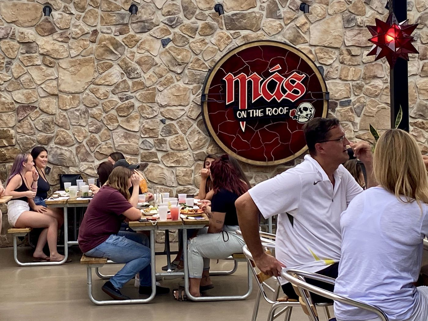 As State Restricts Indoor Dining, Rooftop at Más in West Chester a Popular Option